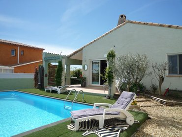 Apartments Luxury, 2-bedroom villa in Servian with free WiFi, a private swimming pool and enclosed garden!