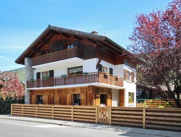 Апартаменты Cozy, 4-bedroom apartment with stunning mountain views in the Rhone-Alpes region