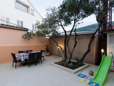 Apartments Apartment Luka - Three Bedroom Apartment with Terrace and Swimming Pool