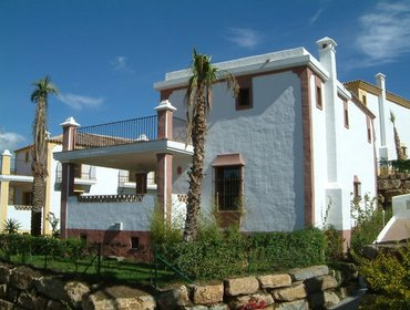 Апартаменты Modern villa in Estepona on the Costa del Sol with shared pool, sunny balcony & stunning views in Go