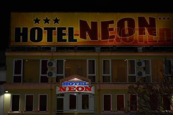 Neon Guest Rooms - фото 20