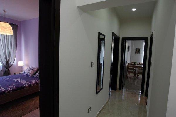 Apartment 18/10 - 12