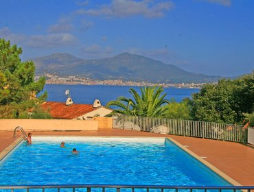 Апартаменты Colourful apartment in Porticcio, South Corsica, with balcony and pool - just 800m from the beach