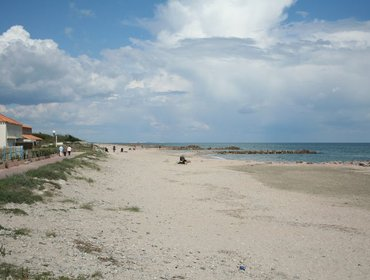 Апартаменты Near the beach in Sete, cute villa with terrace near the sea ( Visit of Sete's from the canals)