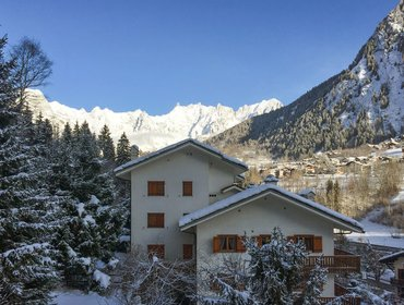 Апартаменты Spacious flat in the spa town of Pre Saint Didier, Valle d'Aosta, w/ 3 bedrooms and mountain views
