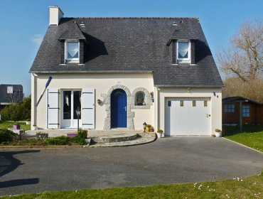 Апартаменты Enchanting villa in the Finistere with garden & WiFi, 20min from Quimper, 50 metres from Larvor beac