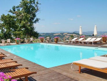 Апартаменты Luxury apartment near Urbino, Marche, with 3 bedrooms, shared pool, garden-view terrace and WiFi