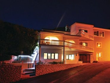 Apartments Rental Villa Omis - Omis, 6 bedrooms, 14 persons