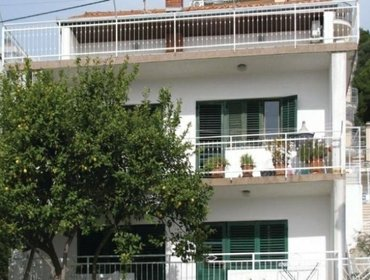 Апартаменты Rental Apartment Trogir-Seget Donji - Seget Donji, 2 bedrooms, 4 persons