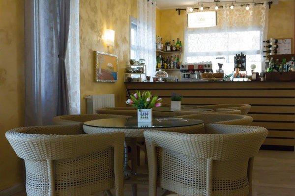 Hotel Capri - 11