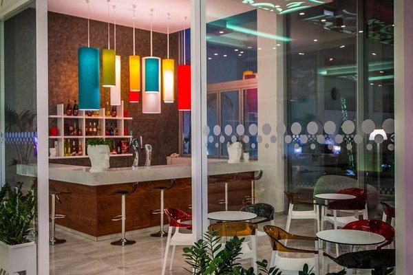 Nicholas Color Hotel - фото 11