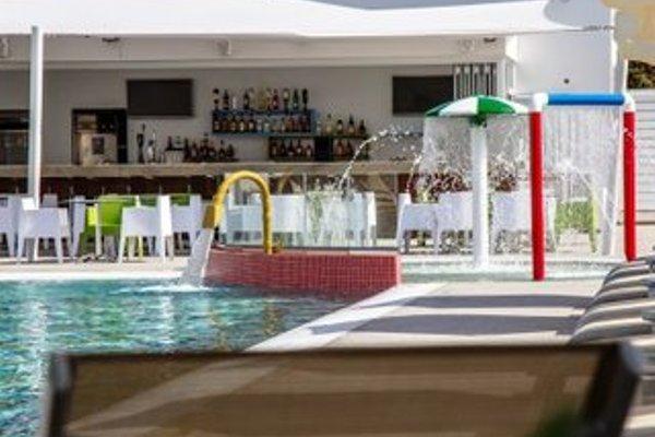 Nicholas Color Hotel - фото 16