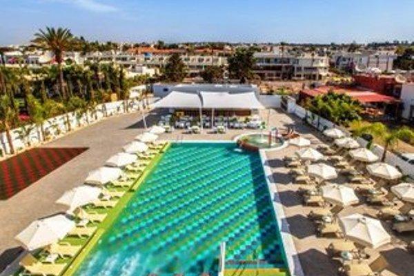 Nicholas Color Hotel - фото 19