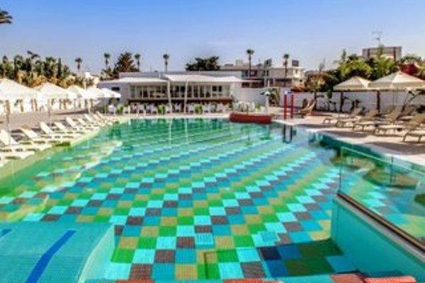 Nicholas Color Hotel - фото 20