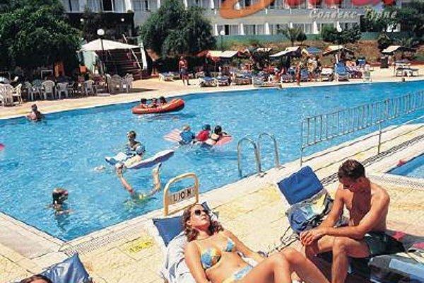 Adelais Bay Hotel - 25