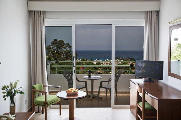 Adelais Bay Hotel - 11