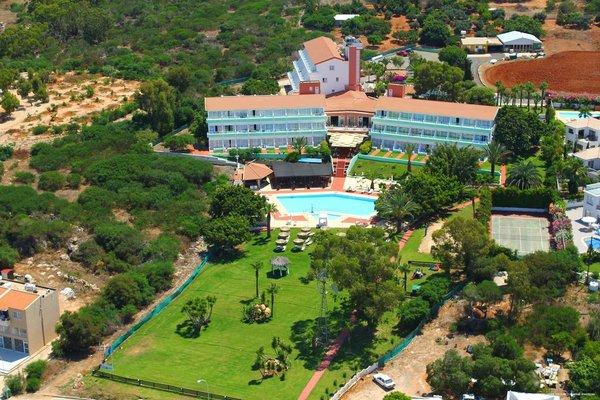 Adelais Bay Hotel - 19
