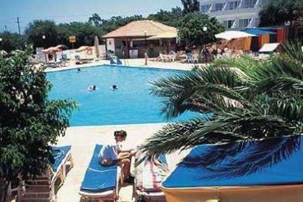Adelais Bay Hotel - 20