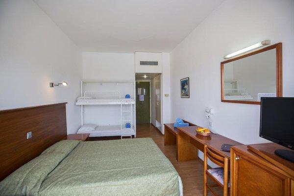 Adelais Bay Hotel - 3