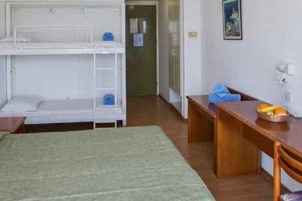 Adelais Bay Hotel - 4