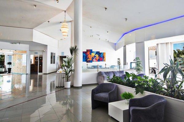 Adelais Bay Hotel - 8