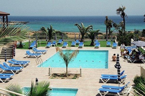 Iris Beach Hotel - фото 50