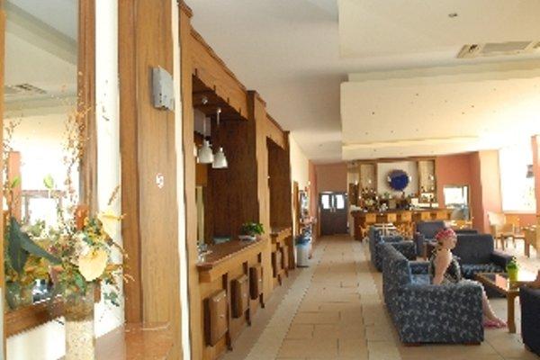 Iris Beach Hotel - фото 14