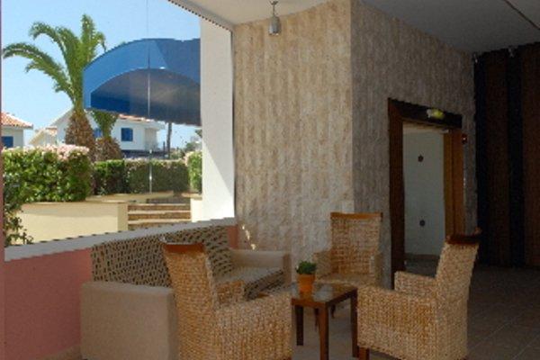 Iris Beach Hotel - фото 15