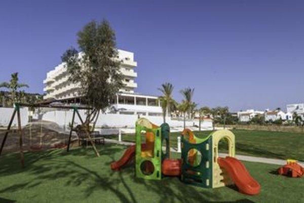 Iris Beach Hotel - фото 17
