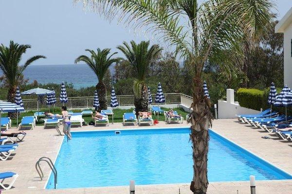 Iris Beach Hotel - фото 19