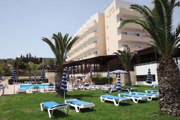 Iris Beach Hotel - фото 21