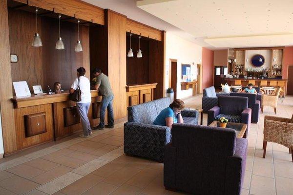 Iris Beach Hotel - фото 6