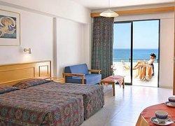 Corallia Beach Hotel Apartments фото 2