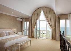 Фото 1 отеля Prevysokov Hotel - Песчаное, Крым