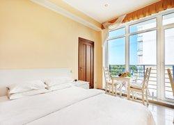 Фото 1 отеля Апартаменты с видом на море и парк - Севастополь, Крым