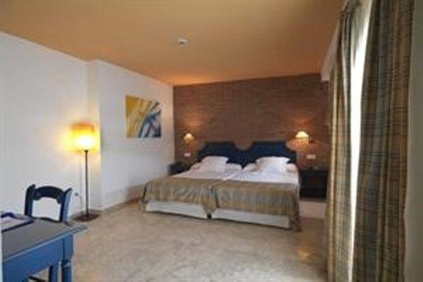 Hotel Dona Lola Zahara - фото 3