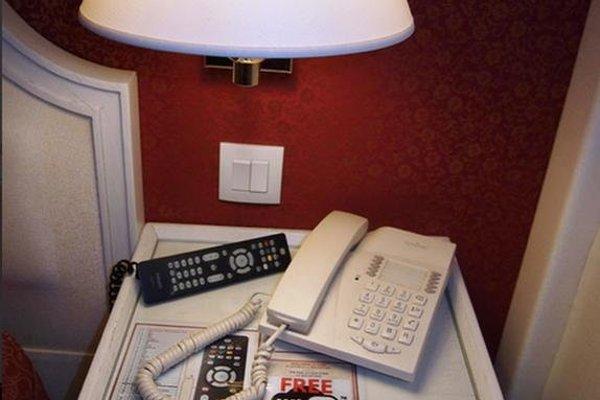 Austin's Arts Et Metiers Hotel - фото 5