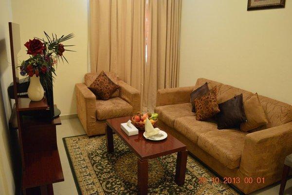 Raynor Hotel Apartments - фото 10
