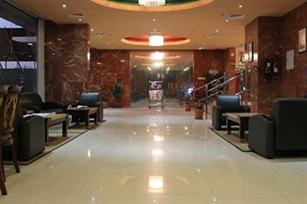 Raynor Hotel Apartments - фото 11