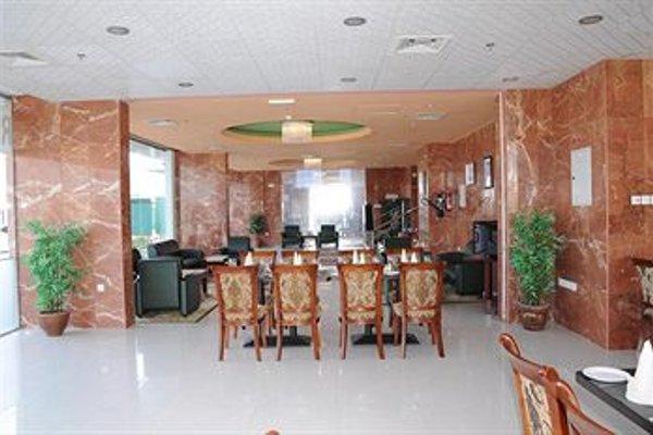 Raynor Hotel Apartments - фото 14