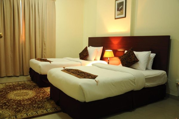 Raynor Hotel Apartments - фото 3