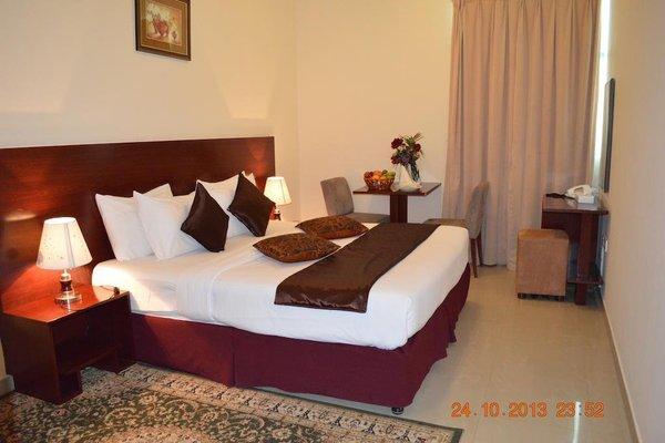 Raynor Hotel Apartments - фото 4