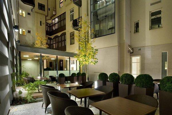 Three Crowns Hotel - фото 6