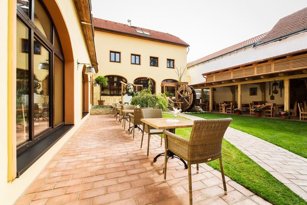 Hotel Selsky Dvur - Bohemian Village Courtyard - фото 21