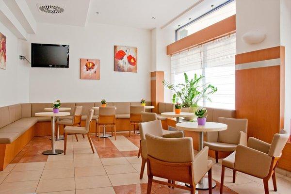 Astoria Hotel - фото 11