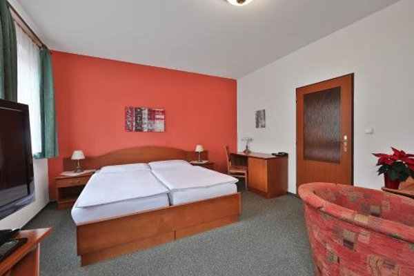 Attic Hotel - 3