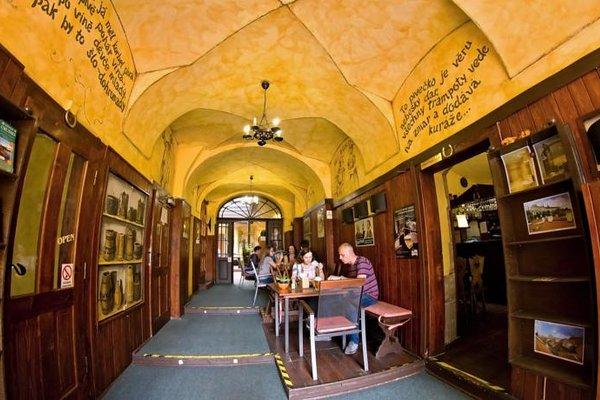 U Zlate Podkovy - At The Golden Horseshoe - фото 15