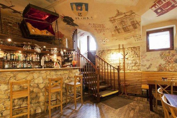 A Plus Hotel & Hostel - фото 14