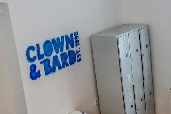 Clown and Bard Hostel - фото 5