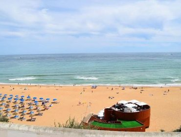 Апартаменты Apartment with one bedroom in Encarnacao with wonderful sea view and WiFi 3 km from the beach